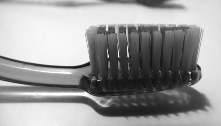 como complementar cepillado con hilo dental y cepillo interproximal