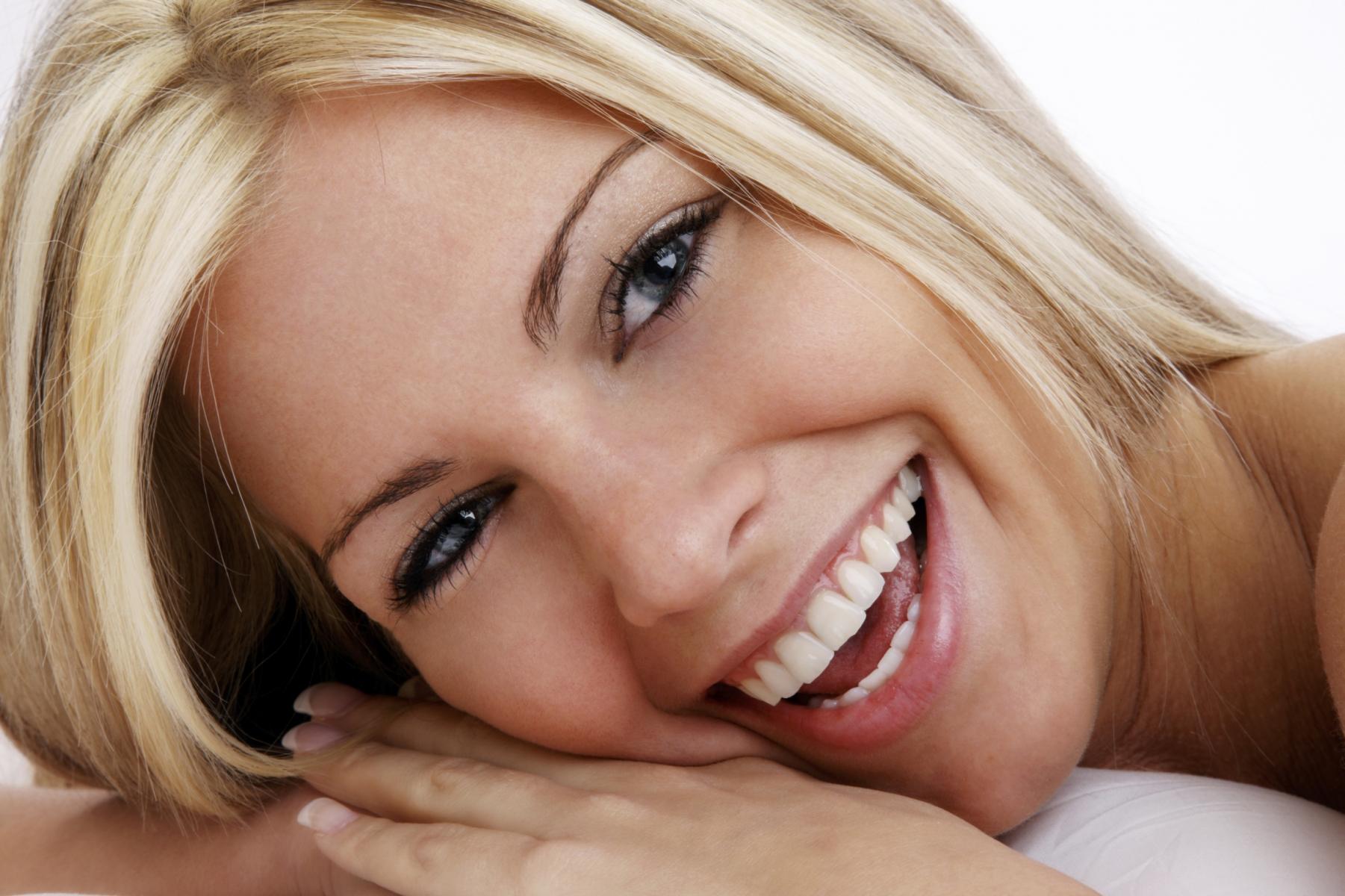 Dentista Andreea Cosic especialista en periodoncia